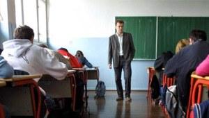 Szkoły mogą zwolnić 100 tys. nauczycieli