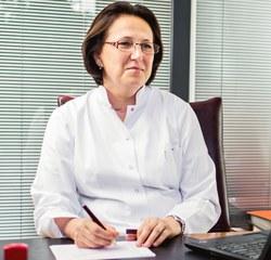 Specjalista dermatolog. Jest kierownikiem medycznym w Klinice Dermatologii Estetycznej Medistica. Medycyna + Piękno w Krakowie.