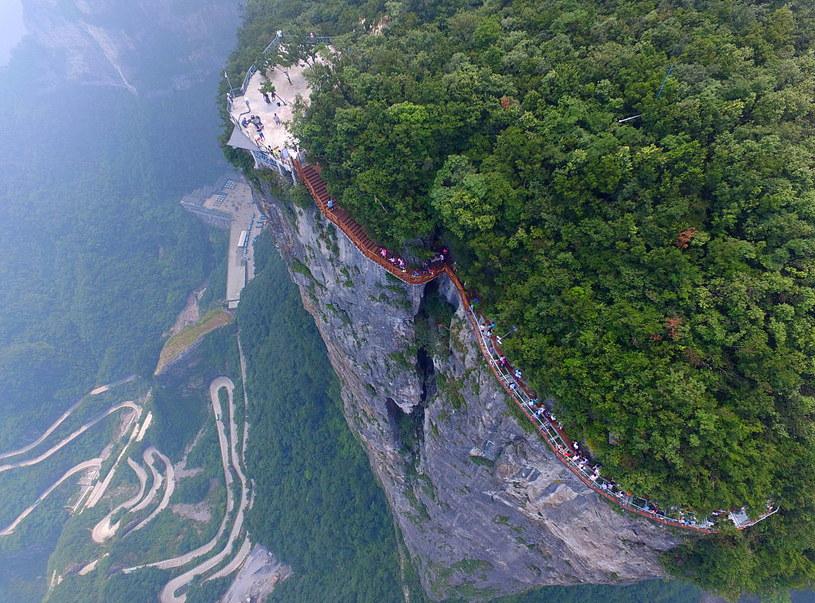 Szlak turystyczny wokół góry Tianmen /Barcroft Media /Getty Images