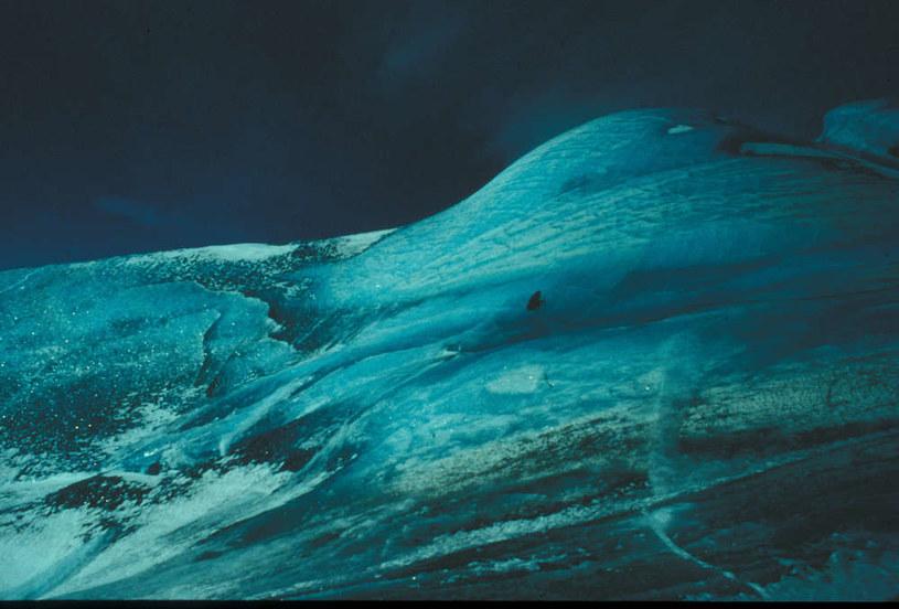 Szmaragdowe góry lodowe występują rzadko, a ich pochodzenie jest nieznane /materiały prasowe
