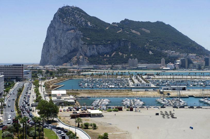 Sznur samochodów przed granicą Hiszpanii z Gibraltarem /AFP