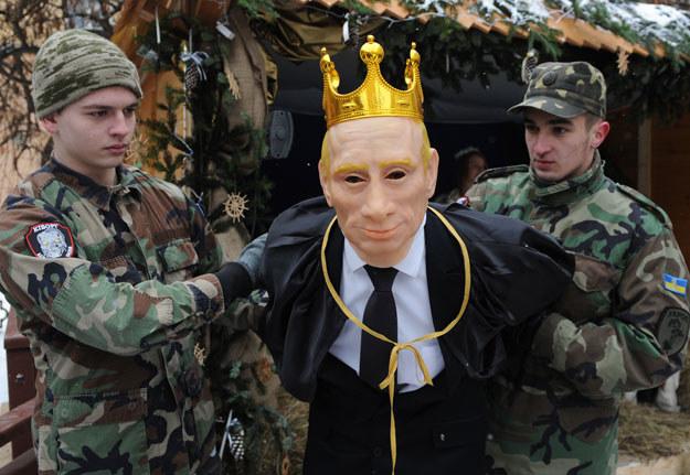 Szopka z Władimirem Putinem we Lwowie fot. Yuriy Dyachyshyn /AFP