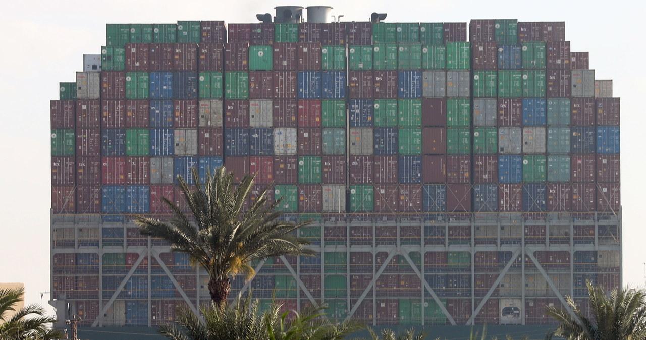 Szósty dzień blokady na Kanale Sueskim. Na pomoc spieszą ciężkie holowniki