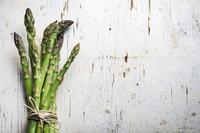 Szparagi to ulubione warzywa Niemców /123RF/PICSEL