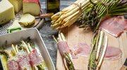 Szparagi zawijane z szynką dojrzewającą