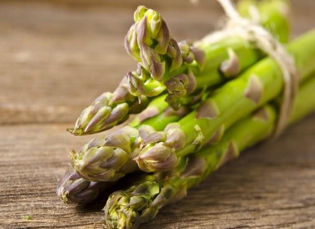 Szparagi - zdrowe i pyszne, najlepiej smakują wiosną! /123RF/PICSEL