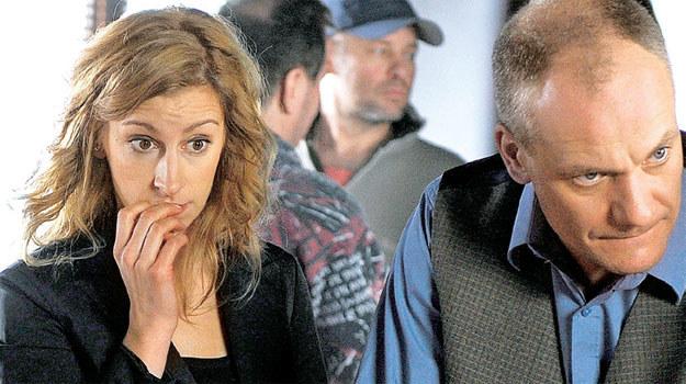 """""""Szpilki na Giewoncie"""", (2010-2011): Dziś o kulisach pracy na planie jej krążą legendy. Wiadomo, że Schejbal odeszła z serialu w jego trakcie. Ale praca na planie to nie tylko złe wrażenia, ale również te dobre – na planie poznała swojego partnera Sławka /Świat Seriali"""