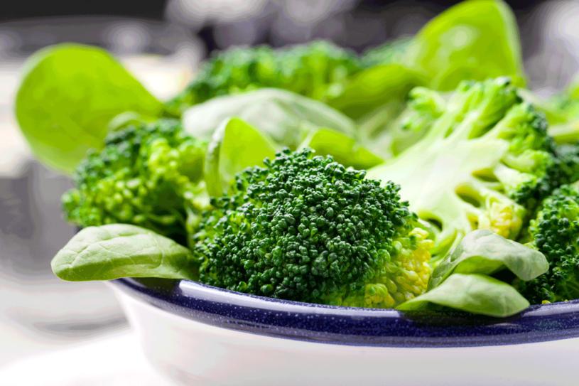 Szpinak i brokuły - wprowadź je do swojej diety /123RF/PICSEL