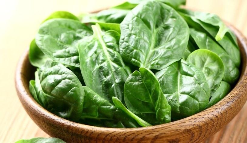 Szpinak można wykorzystać w kuchni na wiele sposobów /123RF/PICSEL