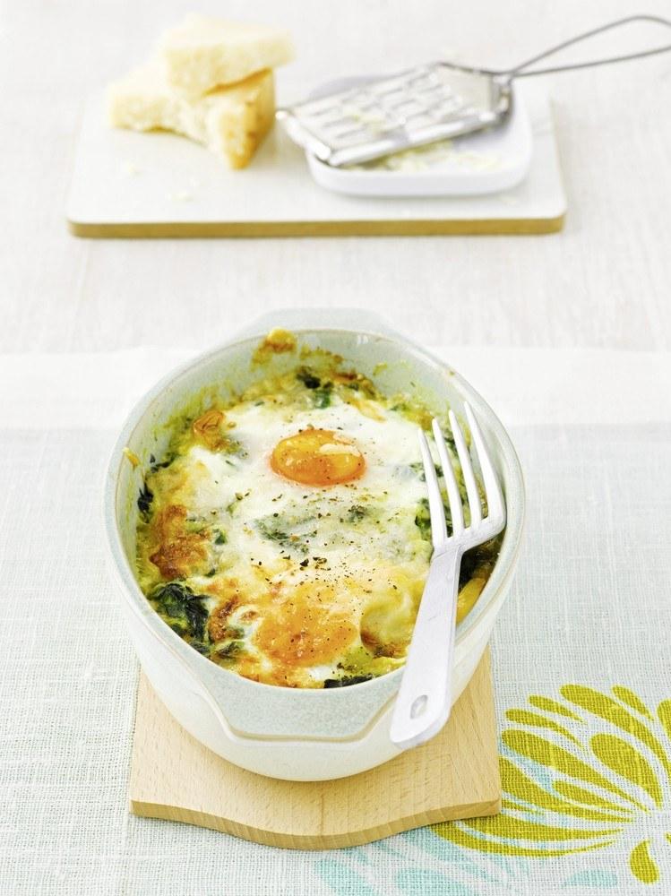 Szpinak zapiekany z jajkiem /East News