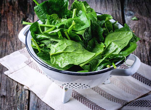 Szpinak zawiera kwas foliowy, potas, żelazo, magnez i kwasy tłuszczowe omega-3 /123RF/PICSEL