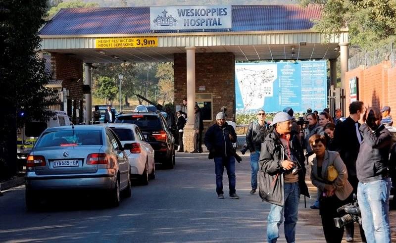 Szpital, gdzie Pistorius będzie badany. Czeka na niego tłum dziennikarzy /Kim Ludbrook  /PAP/EPA