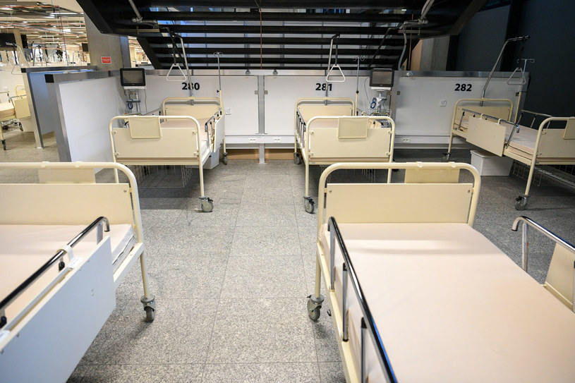 Szpital na Stadionie Narodowym /Jacek Dominski/ /Reporter