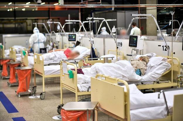 Szpital tymczasowy na Stadionie Narodowym w Warszawie /Andrzej Lange /PAP