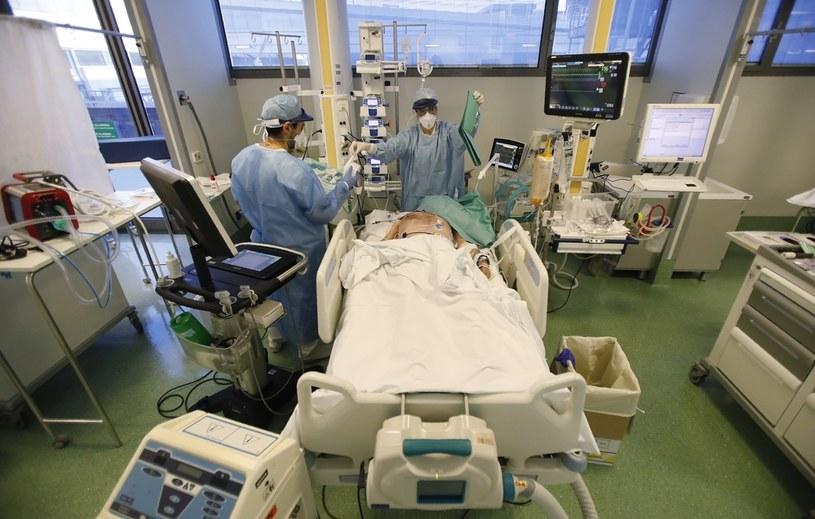 Szpital w Bergamo - epicentrum pierwszej fali koronawirusa /Associated Press /East News