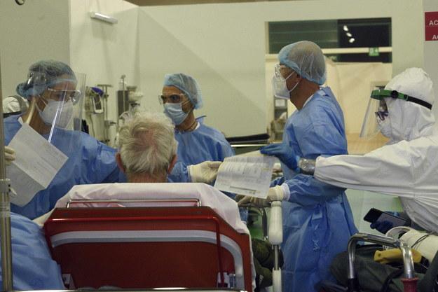 Szpital w Bergamo /STEFANO CAVICCHI /PAP/EPA