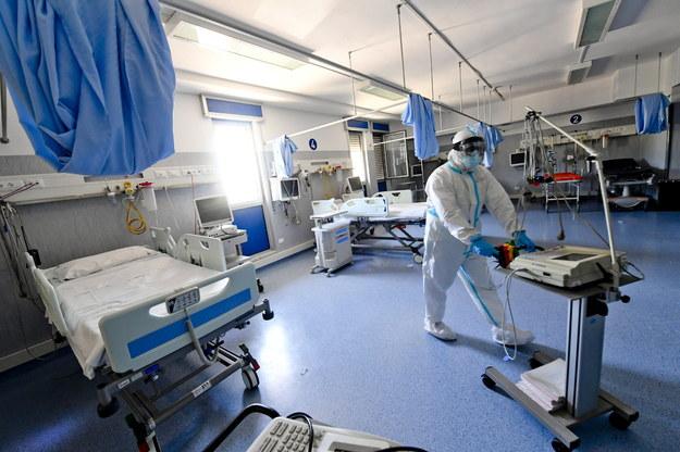 Brytyjski minister zdrowia: Indyjski wariant o ok. 40 proc. bardziej zakaźny