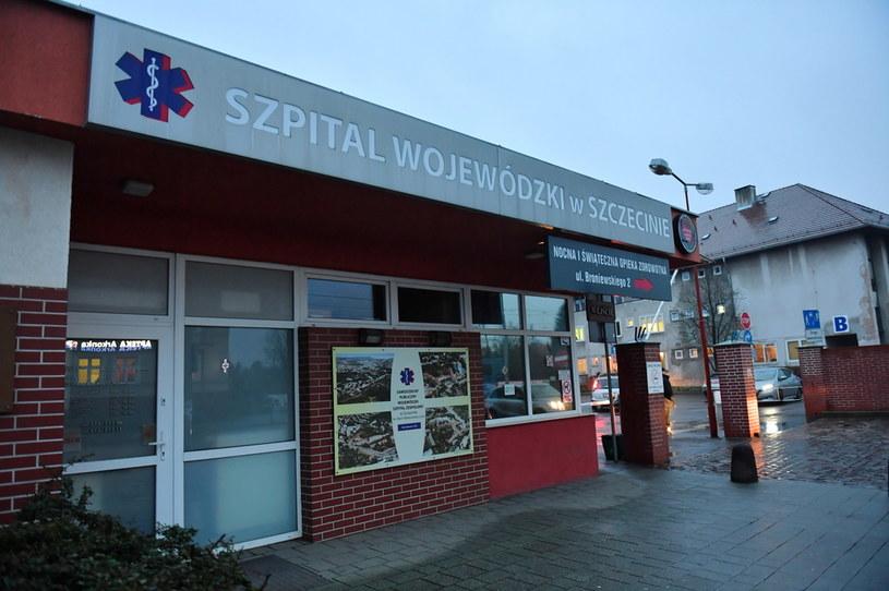 Szpital Wojewódzki w Szczecinie przy ul. Arkońskiej, gdzie znajduje się dwoje pacjentów, u których po powrocie z Włoch potwierdzono zarażenie koronawirusem / Marcin Bielecki    /PAP