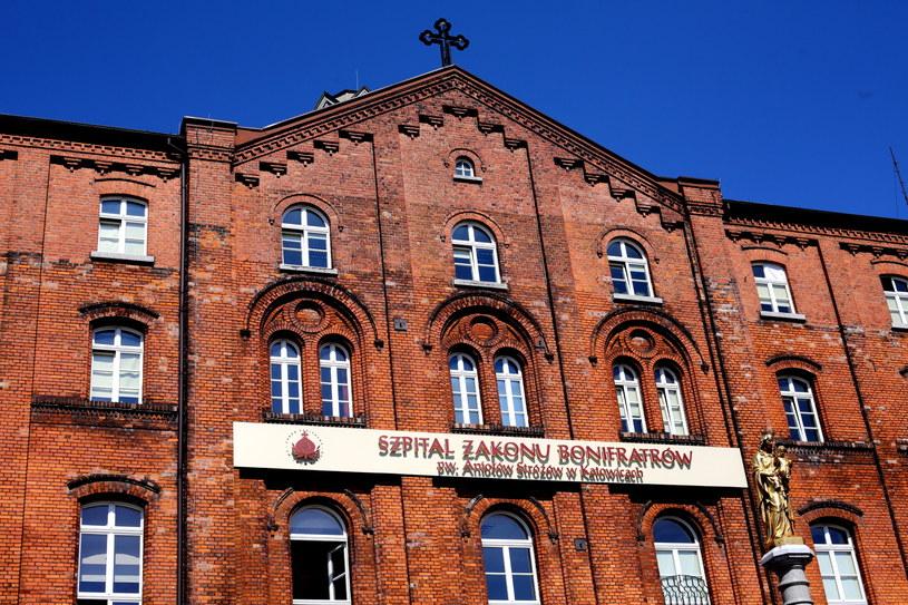 Szpital Zakonu Bonifratrów w Katowicach, gdzie trafiło łącznie 11 osób z objawami zatrucia po zażyciu dopalaczy /Marek Zimny /PAP