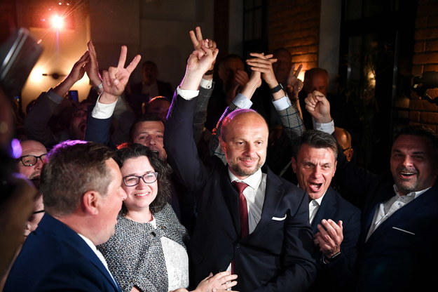 Sztab Konrada Fijołka po ogłoszeniu sondażowych wyników wyborów /Darek Delmanowicz /PAP