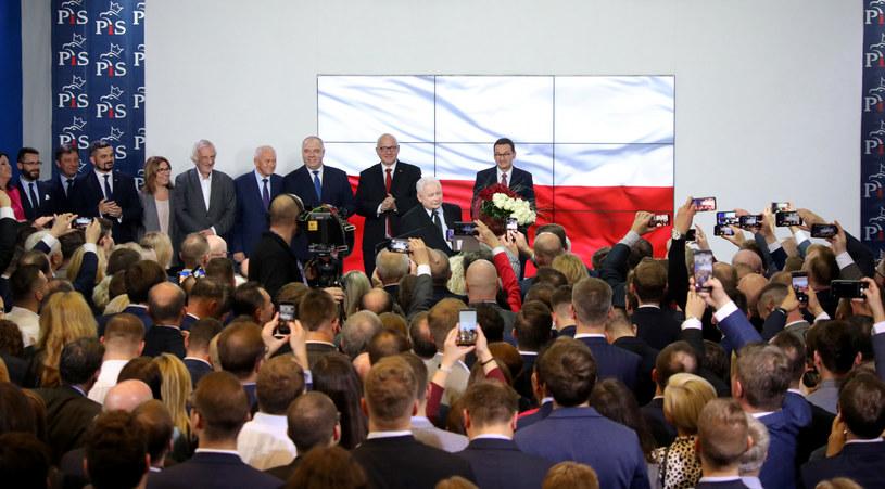 Sztab PiS, tuż po ogłoszeniu wyniku wyborów /Piotr Molecki /East News