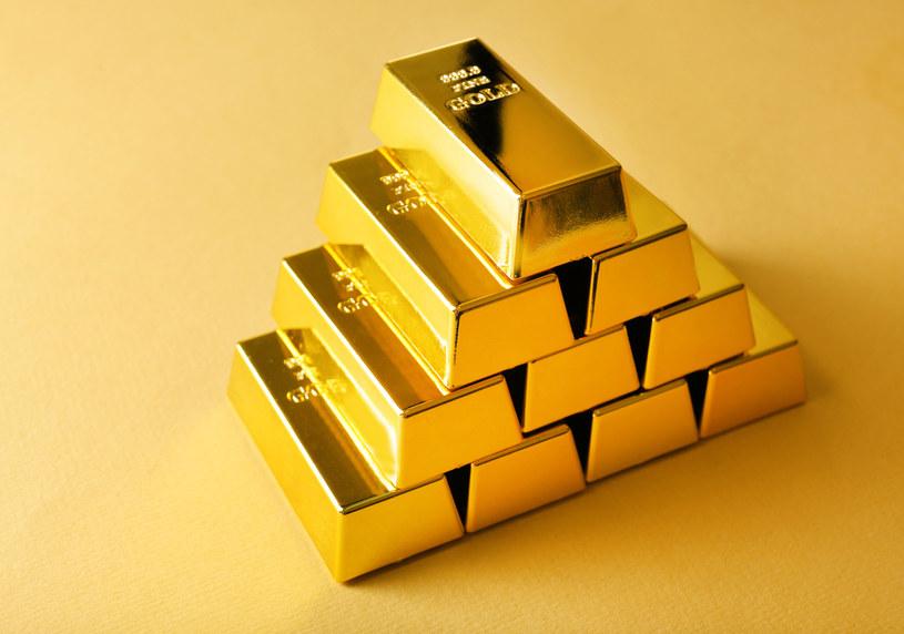 Sztabki złota jeszcze nigdy nie rozchodziły się tak szybko /123RF/PICSEL
