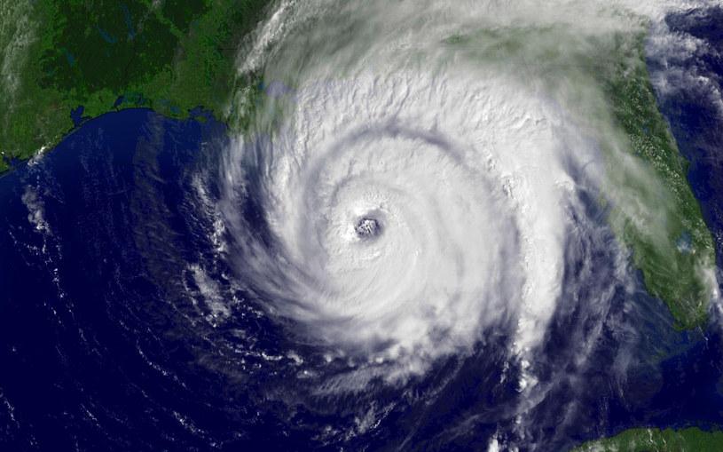 Sztorm przekształca się w huragan /AFP
