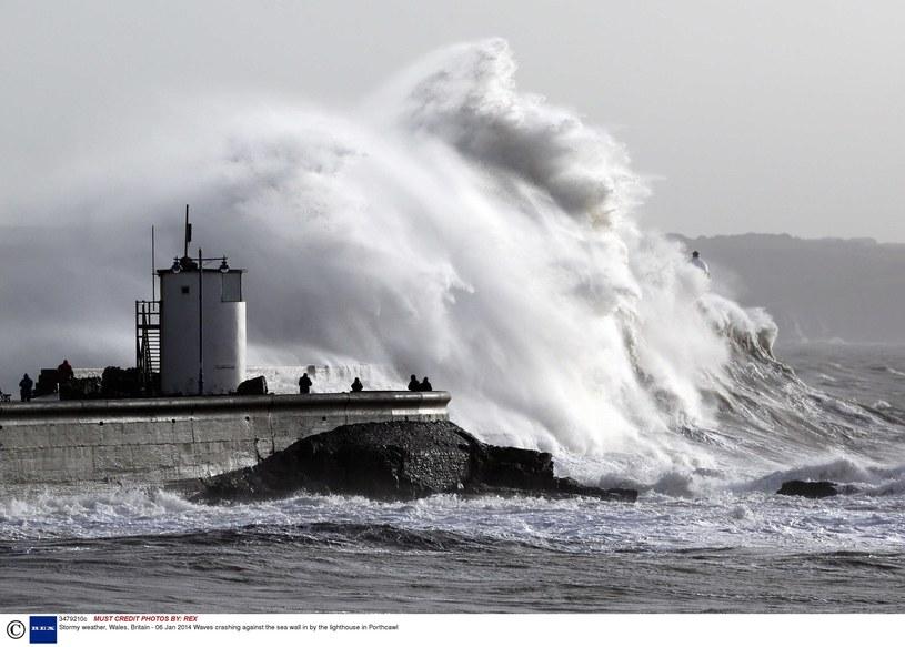 Sztorm u wybrzeży Wysp Brytyjskich w 2014 r. /REX /East News