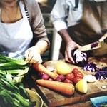 Sztuczki kulinarne, które ułatwią nam gotowanie