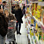Sztuczki producentów żywności, czyli jak kupujemy mniej za więcej