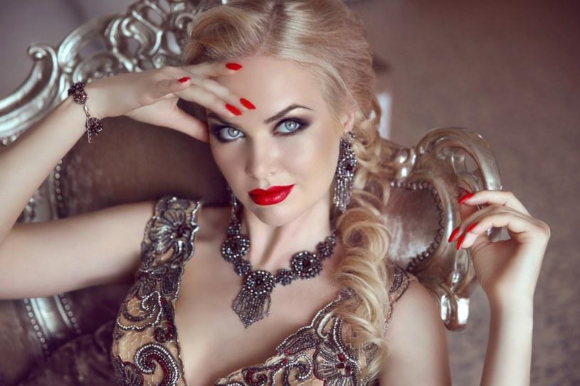 Sztuczna biżuteria może wywołać alergię /123RF/PICSEL