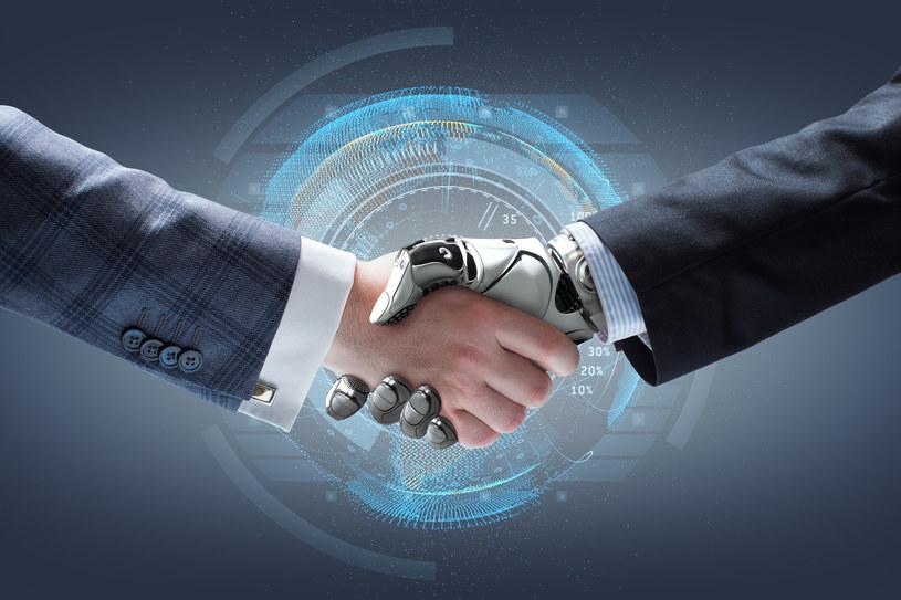 Sztuczna Inteligencja da więcej miejsc pracy niż zabierze /123RF/PICSEL