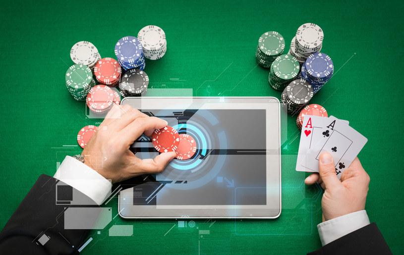 Sztuczna inteligencja pokonała weteranów jednej z odmian pokera /123RF/PICSEL