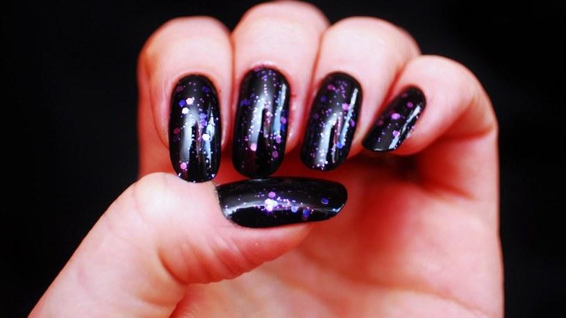 sztuczne paznokcie /© Photogenica