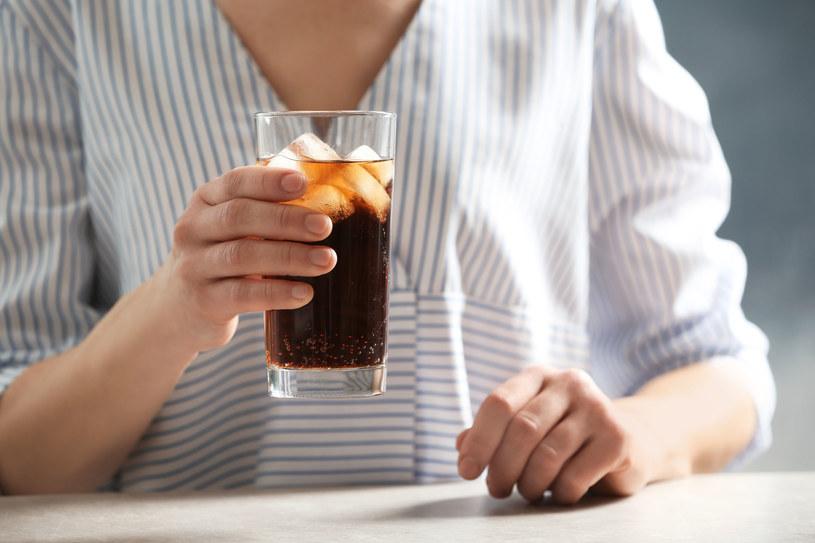 Sztucznie słodzone napoje mogą być szkodliwe zwłaszcza dla kobiet /123RF/PICSEL