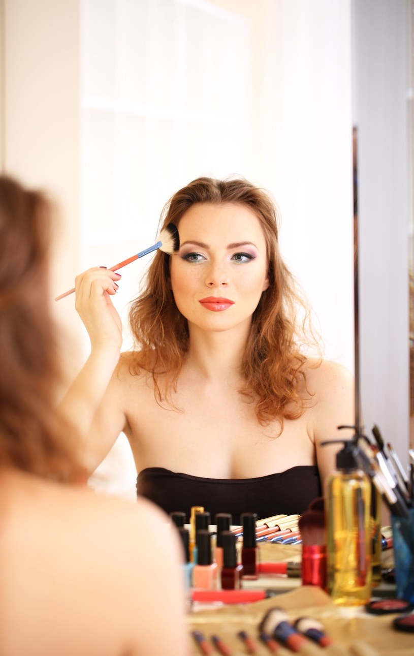 Sztuka makijażu /123RF/PICSEL