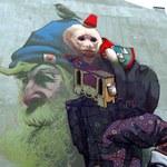 Sztukatułka:  Brodacz i małpa z warszawskiej kamienicy