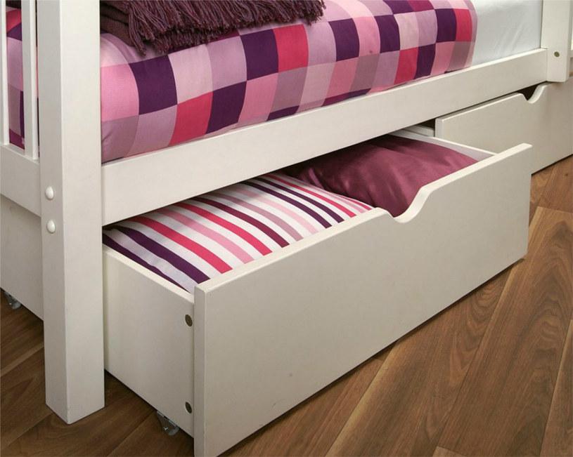 szuflady pod łóżkiem /© Photogenica