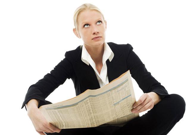 Szukanie pracy nie sprowadza się tylko do czytania gazet /123RF/PICSEL