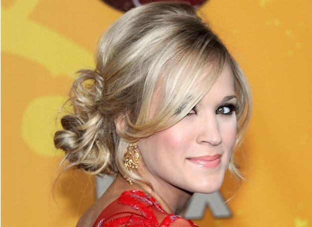 Szukasz pomysłu na sylwestrową fryzurę? /Getty Images/Flash Press Media