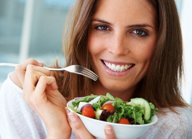 Szukasz sposobu na zrzucenie kilku zbędnych kilogramów. Zapomnij o cudownych dietach! /© Panthermedia