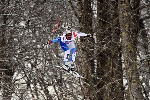 Szwajcarski narciarz Beat Feuz na trasie zjazdu w Soczi /AFP