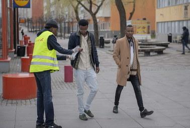 Szwecja: Naukowcy apelują o zmianę liberalnej strategii walki z koronawirusem