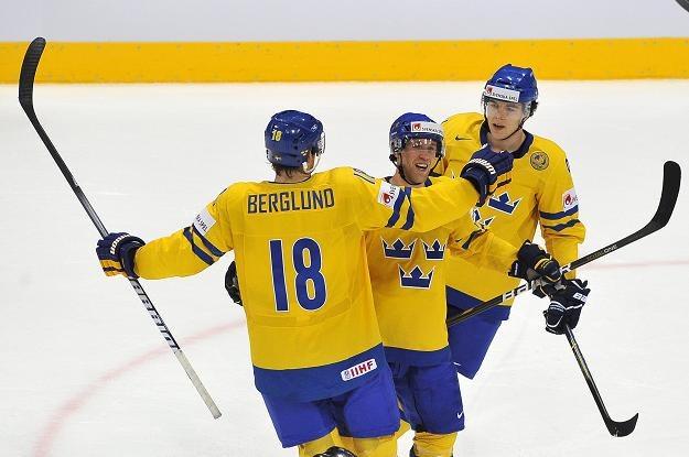 Szwedzi fetują gola w meczu z Niemcami. /AFP