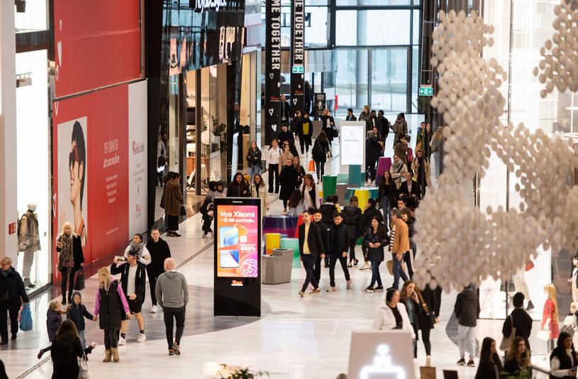 Szwedzi w galerii handlowej; fot. z 30 października 2020 r. /AFP