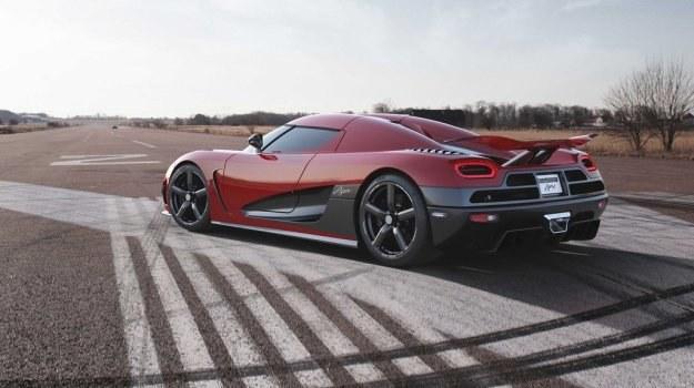 Szwedzka firma Koenigsegg oferuje obecnie m.in. Agerę R z jednostką 5.0 V8 biturbo o mocy sięgającej 1140 KM (zależy od rodzaju paliwa). /Koenigsegg