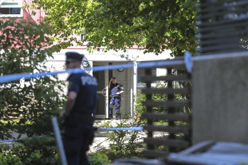 Szwedzka policja na miejscu tragedii /PAP/EPA