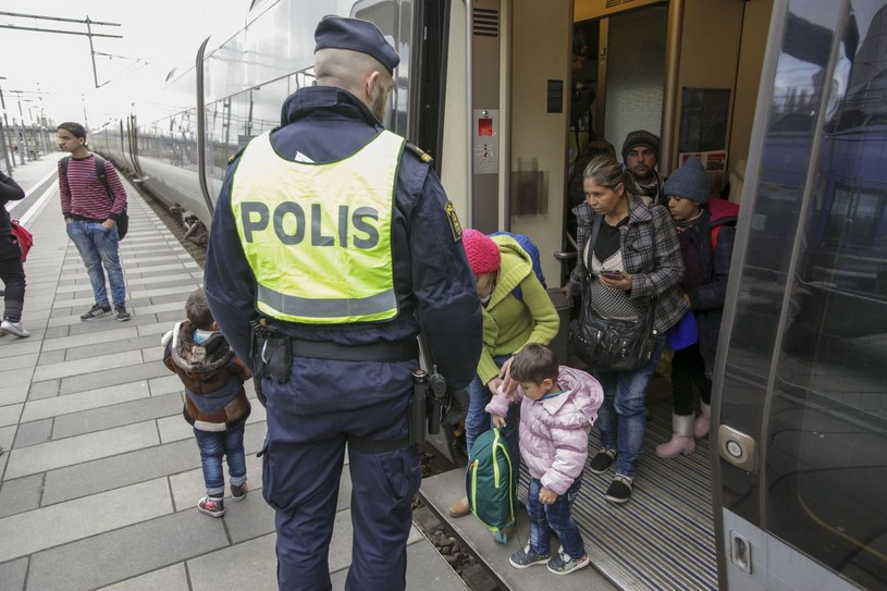 Szwedzka policja szuka migrantów (zdj. ilustracyjne) / AFP PHOTO / TT NEWS AGENCY / STIG-AKE JONSSON  /AFP