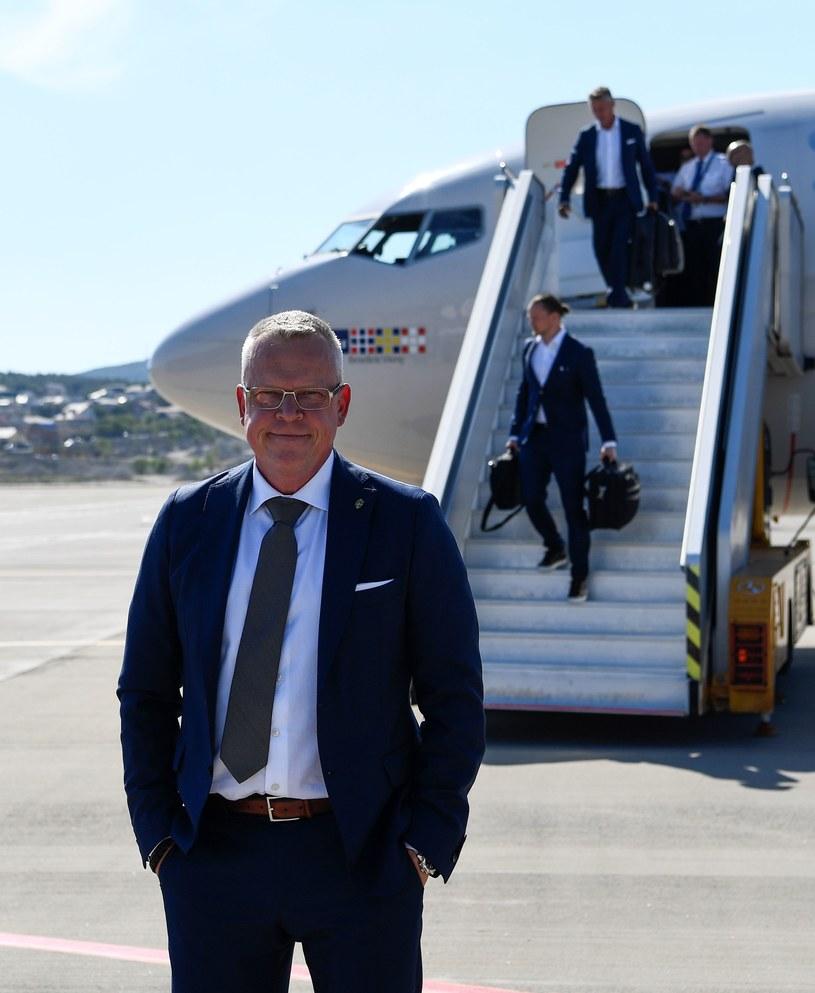 Szwedzki trener Janne Andersson po przylocie do Rosji /AFP