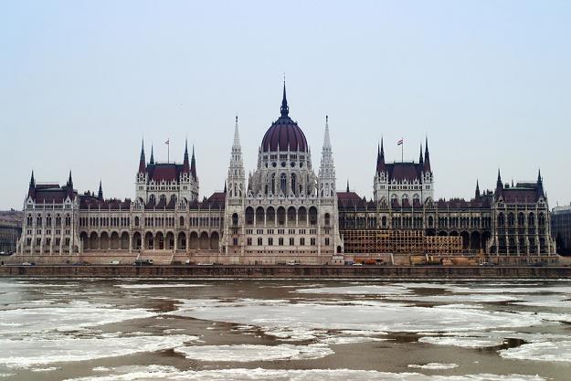 Szybka kolej połączy Warszawę z Budapesztem? Na zdjęciu budynek parlamentu w stolicy Węgier /poboczem.pl